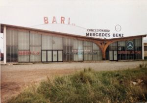 Primer edificio del concesionario Bari Mercedes Benz en Tandil en 1970